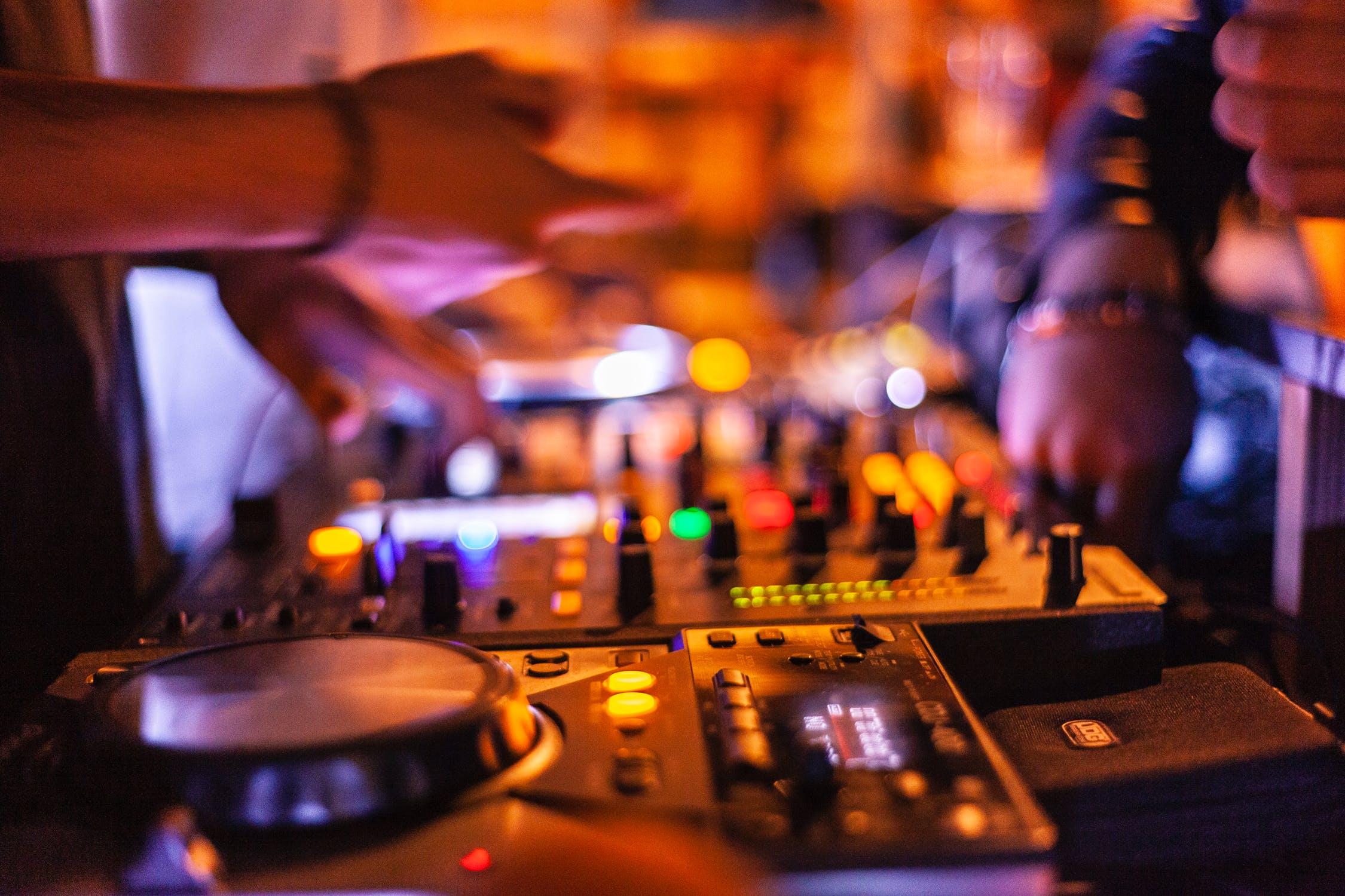 Bars & clubs chania